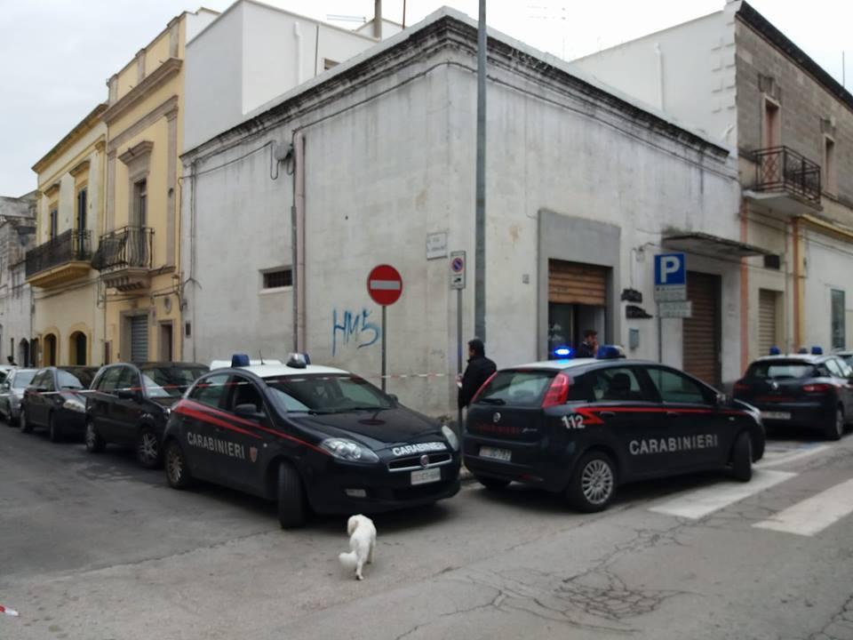 Taranto, carabiniere uccide sorella, cognato e padre e si spara: è grave