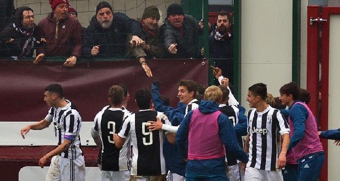 Torino-Juventus 0-1, cori pessimi e bruttissimo gesto al momento del gol: e si giocava solo a livello giovanile!